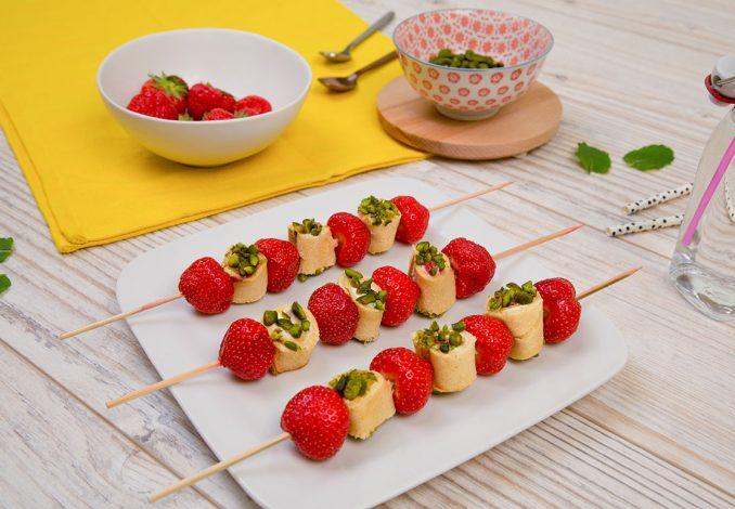 recette_brochette_fraise_pistache_credits_photo_clement_sautet_puppets_droits_laita_paysan_breton_-_1240x775